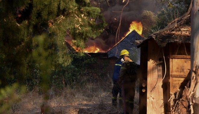 Ανεξέλεγκτη η φωτιά στην Αχαΐα: Κάηκαν σπίτια - Εκκενώθηκαν χωριά - Μέχρι  τη θάλασσα οι καπνοί - vulpinews.gr - Η ενημέρωση του πολίτη